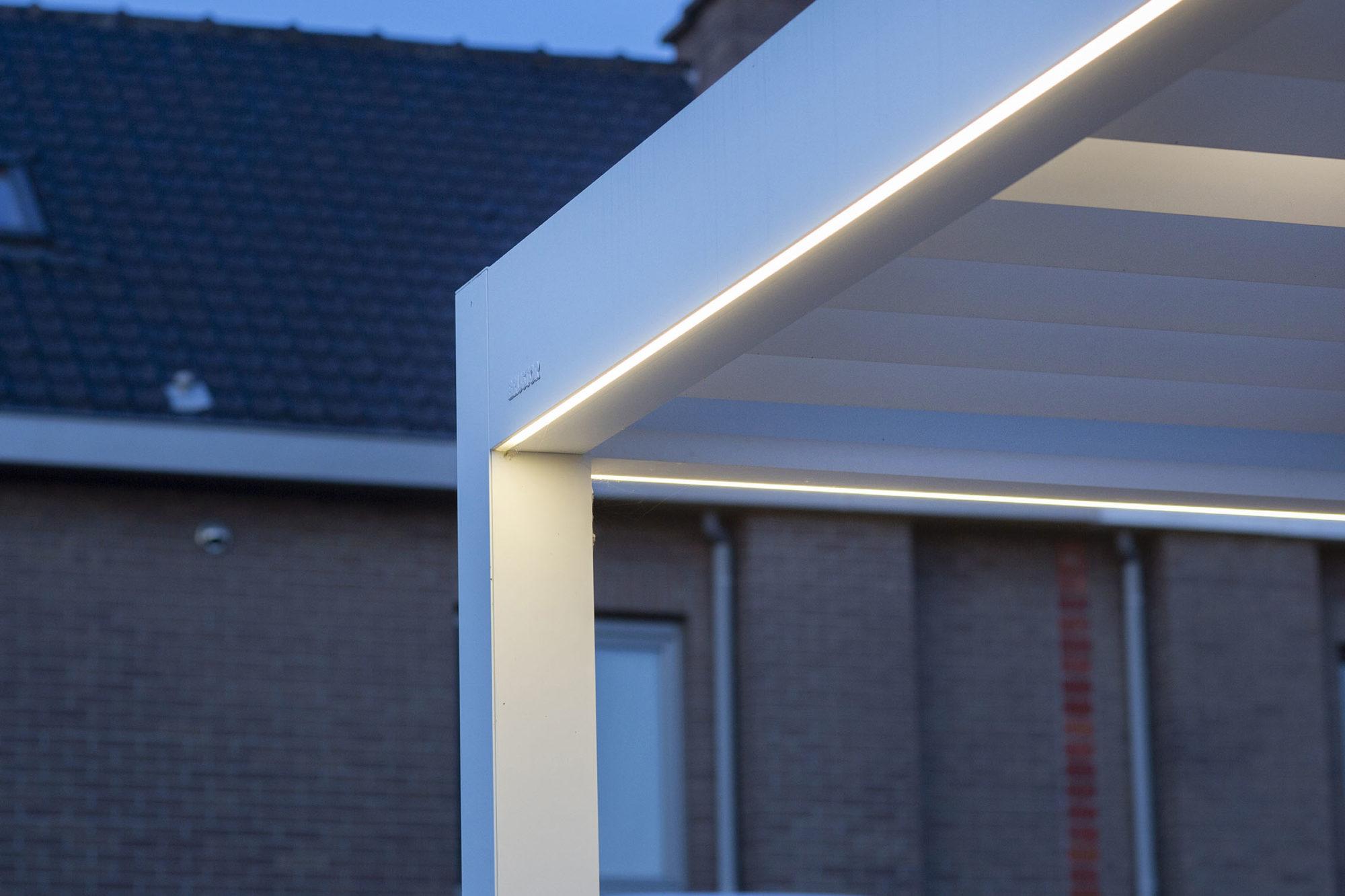LED-stripe i rammeverket